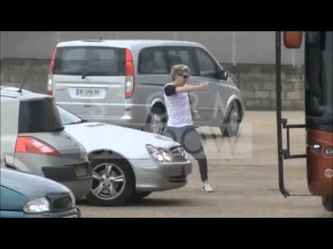 One Direction - Funny Moments 2013. Literally loled. Louis talking about carrots, Zayn Drumming, Harry and ed, Niall dancing, Liam doing gagman style, Louis g=driving a forklift...