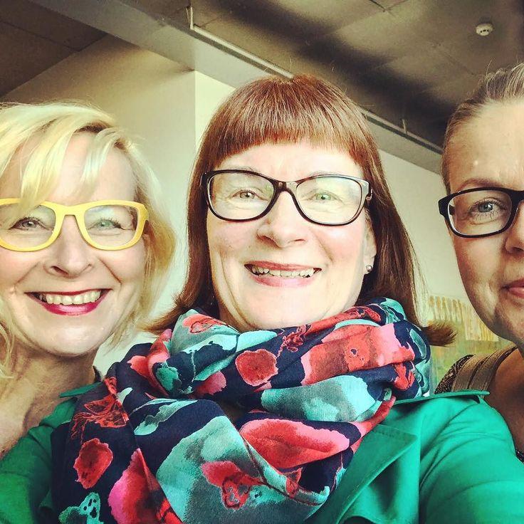 Kolme vanhaa työkaverusta kun tapaa. Kiitos Mary kuvasta. Samalla voi suositella Sinnen brunssia Porvoossa. #sinne #bistrosinne #porvoo #100suomalaista #suomi100 #finland #finland100 #henkilöbrändäys #digitalist #vaikuttajamarkkinointi #somekouluttaja #ilovemyjob #somefi #futuremarja #finnkino