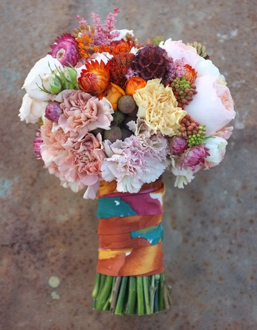 Ramo de novia en tonos rosas y naranjas de Flowers by Bornay