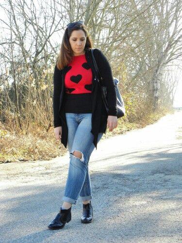 #newpost #newoutfit #fashion #fashionblogger #pull #sweater #sheinside #jeans #pimkie #bag #segue #cardigan #italianfashionblogger  http://angieclausblog.com/2015/02/13/una-maglia-rossa-con-cuori-neri/