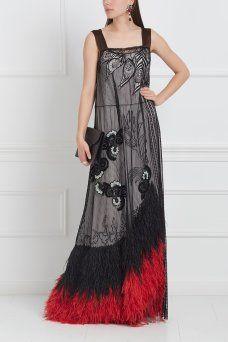Полупрозрачное платье Marc Jacobs. Полупрозрачное платье черного цвета в характерном для бренда Marc Jacobs провокационном сексуальном стиле. Юбка модели декорирована черными и красными длинными перьями, что особенно эффектно смотрится в динамике. Носим платье с массивными ботильонами или туфлями-лодочками.