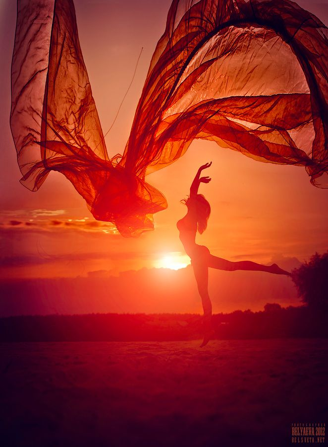 ~Dance like there is no tomorrow~   I'm loving the atmosphere, feels like I'm floating in heaven - The music's all in my ear, taking over me, my heart's racing