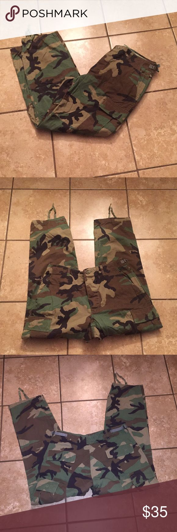 Men's Camo pants. Camouflage Army pants An excellent pair of men's Army Camo pants! *see exact size in last photo. Like new. Great condition. Adjustable waist Camo Pants Cargo