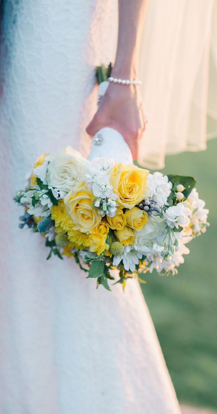 25 swoon worthy spring amp summer wedding bouquets tulle amp chantilly - Beautiful Yellow Rose Bridal Bouquet Looks Stunning With A Simple Lace Wedding Dress Jody