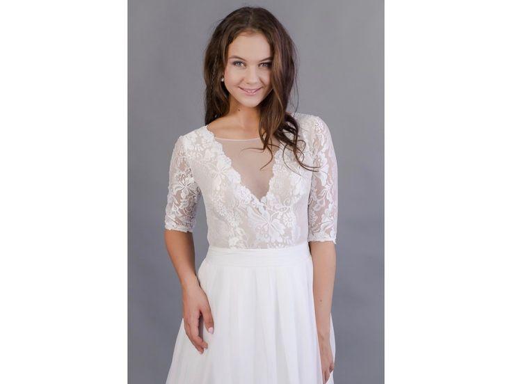 Lehounké svatební šaty s 3/4 rukávy lehounké splývavé svatební šaty krajkový živůtek s hlubším V výstřihem 3/4 krajkové rukávy jemná, splývavá sukně ze 17 metrů šifonu délka šatů 155cm