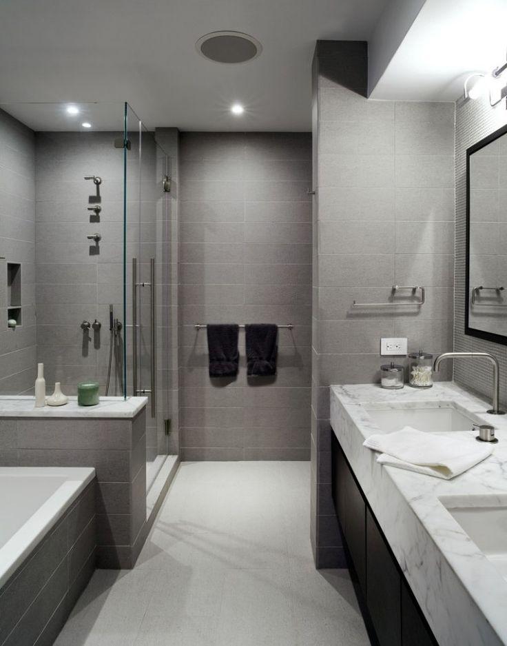 carrelage salle de bains en gris clair et plan lavabo en marbre