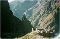 Inka Trail zum Machu Picchu. Foto: Landschaft Ruine Runkurukay. www.inka-trail.eu