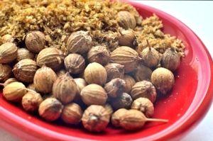 Молотый кориандр и семена кориандра