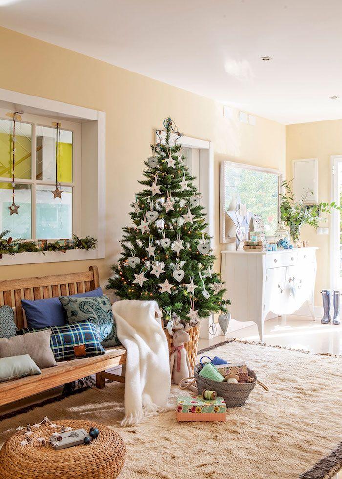 Weihnachtsbaum Rattan.Echter Weihnachtsbaum Geschmückt Mit Sternen Und Herzen Dekokissen