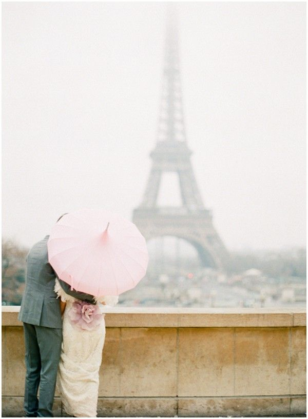 Umrella at the Eiffel Tower on French Wedding Style