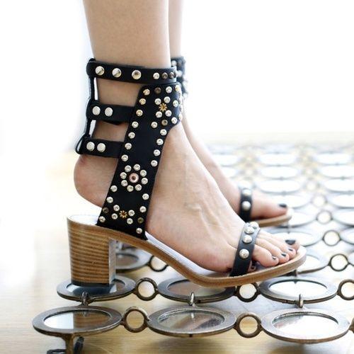 LANSHITINA Вырезами Женщины Сандалии Летняя Обувь Женщины Сексуальные Каблуки Кожаные Сандалии Гладиаторов Женщины Насосы Заклепки Sandalias Mujer
