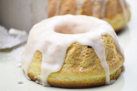 Im Nu ist eine tolle Eiweißglasur für Kekse, Lebkuchen oder andere Mehlspeisen zubereitet. Das Rezept benötigt nur wenige Handgriffe und Zeit.