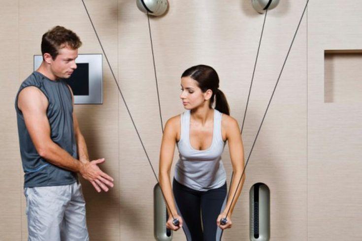 Los mejores ejercicios para reducir la celulitis. La celulitis es causada por una distribución desigual de los depósitos de grasa. Se encuentra comúnmente en los muslos, el abdomen y las caderas de las mujeres y los hombres. A pesar de que es posible reducir la apariencia de la celulitis mediante ...