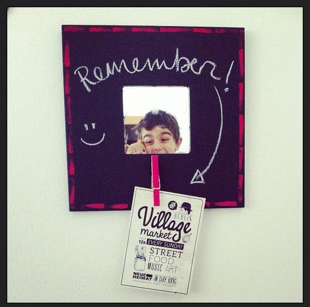 """Blackboard mirror \ """"Che cosa fanno i bambini tutto il giorno? Fabbricano ricordi.""""   Dino Risi, regista e sceneggiatore italiano"""