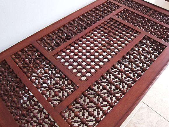 エジプトの工芸家具木製ローテーブル・マシャラビア・丸脚