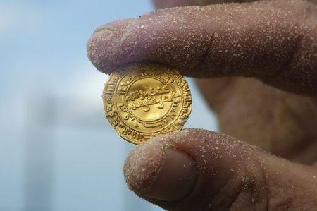 Israele, scoperte in mare duemila monete d'oro - Yahoo Finanza Italia