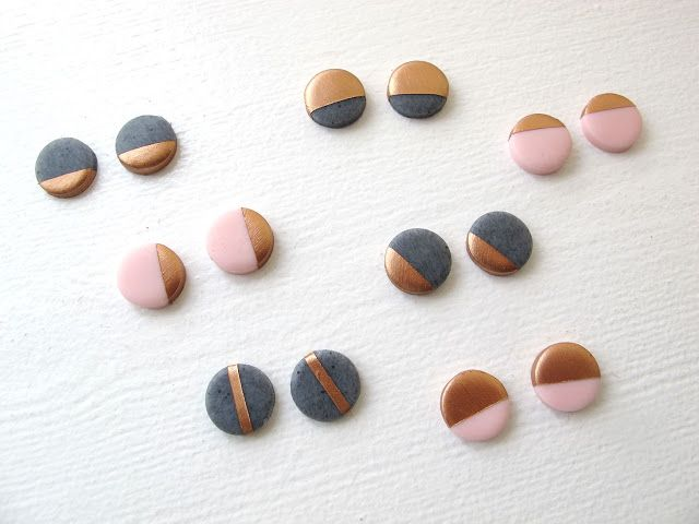 gold pebbles graphic * Frk. Hansen