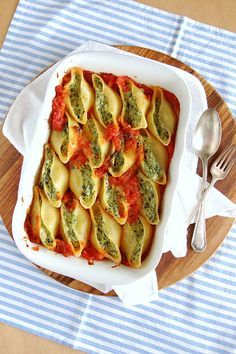 Ricotta and spinach stuffed shells / Conchinhas recheadas com ricota e espinafre