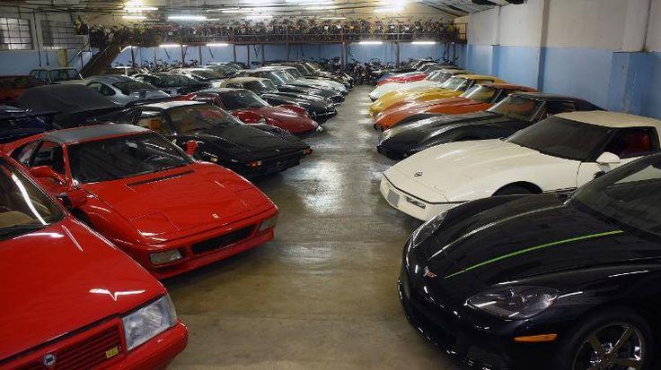 Ele tem mais de 500 carros clássicos e quer abrir um museu