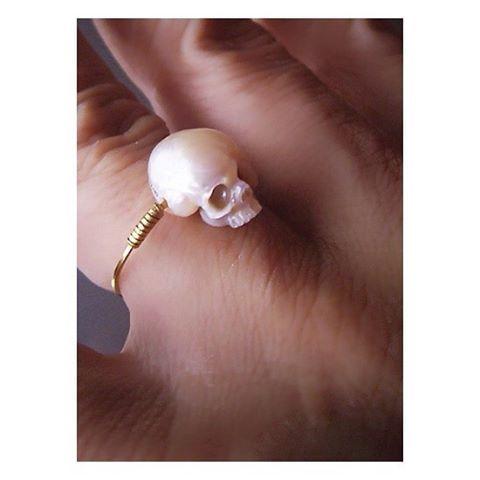 Hand carved pearl engagement ring #rocknrollbride #nwweddingrings