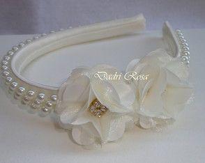 Tiaras De Luxo Pérolas c/ florzinhas                                                                                                                                                      Mais