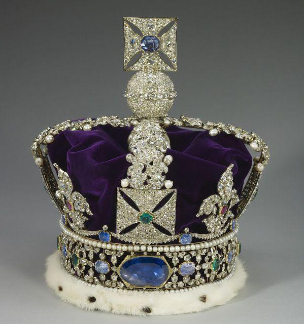 Imperial State Crown es una de la más importantes joyas de la corona británica, se creó en 1838 para la coronación de la Reina Victoria, y desde entonces ha sido usada por todos los soberanos del Reino Unido. Hasta 1838, para las coronaciones era utilizada la Corona de San Eduardo, pero al ser muy pesada, unos 2 kg., la Reina Victoria decidió sustituirla encargando la Corona Imperial, que se haría con numerosas y antiguas piezas, algunas especialmente simbólicas. Parte posterior