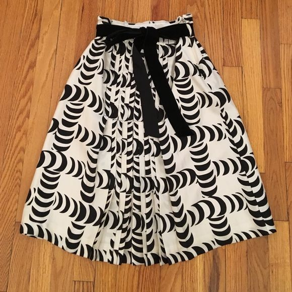 TORY BURCH, Black and White Pleated Skirt Gorgeous skirt with black velvet belt. Tory Burch Skirts Midi