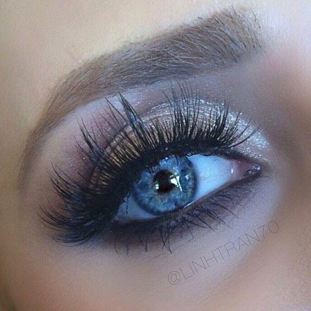Don't be afraid to add a little drama to your eyes on your big day!  #velourbridal #velourlashes #blueeyes #bestlashes #dollmeup #bridalmakeup #bridallook #wedding #bride #motd #mua #beauty #makeup