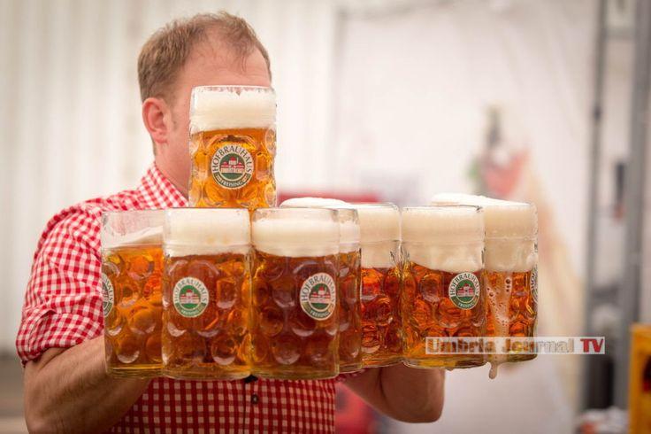 A Sellano tutti con i boccali in mano, arriva la festa della birra