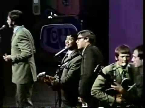 The Association - Windy (1967 Ravinia Festival - Highland Park IL ) ~ I don't believe that I ever seen this video but it has NOSTALGIA all over it !