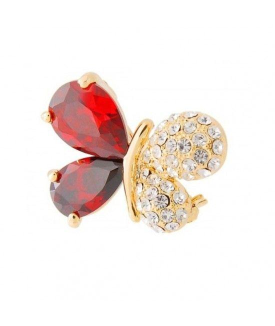 Este o brosa placata cu aur de 18k, sub forma unui fluture stilizat, decorat cu cristale rosii si translucide. Datorita designului elengant, reprezinta accesoriul stilat ce va oferi o nota stylish oricarei tinute, de zi sau de seara.Reprezinta cadoul sau
