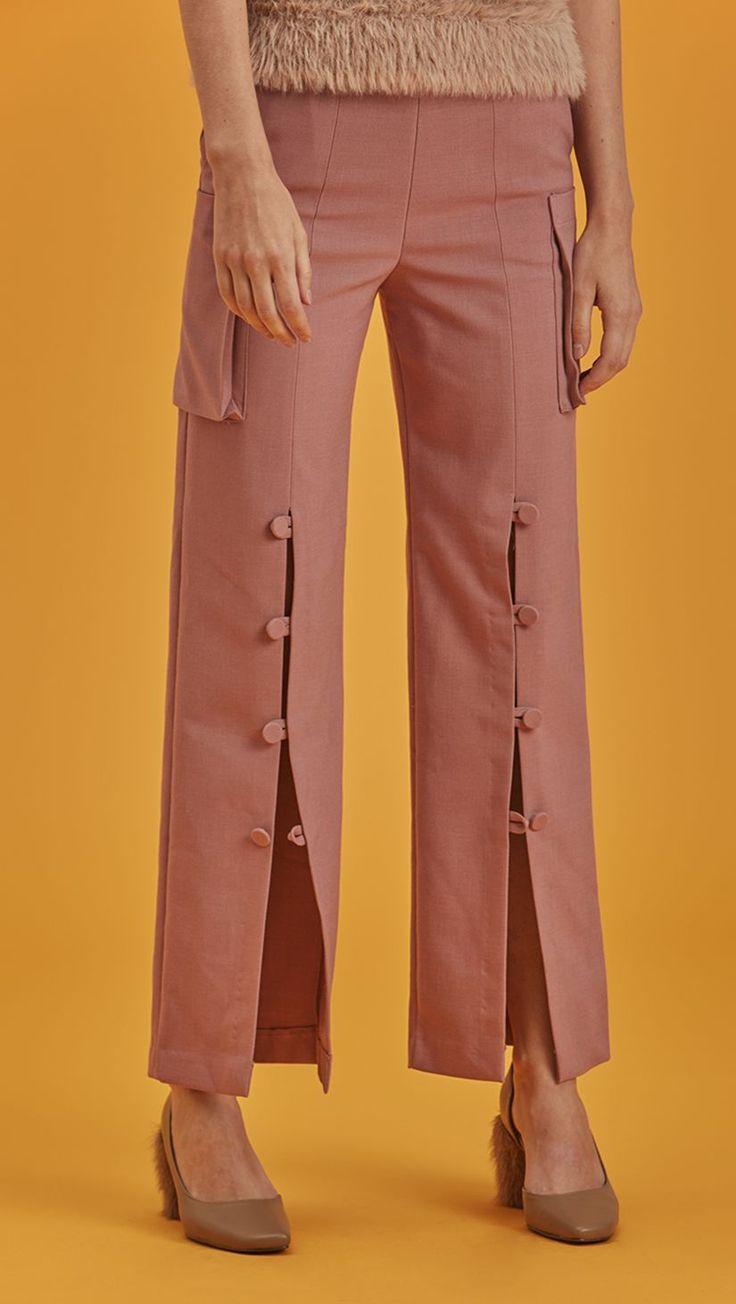 Koshé is a semi-wide trouser with button down detailing in matte mauve pink. High waisted, two pockets, concealed zip closure along side. Designed to be straight. COMPOSITION AND CARE Dry clean only P