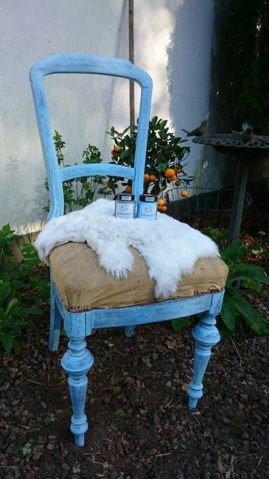 Pavot bleu, swedish blue.  Clear wax.