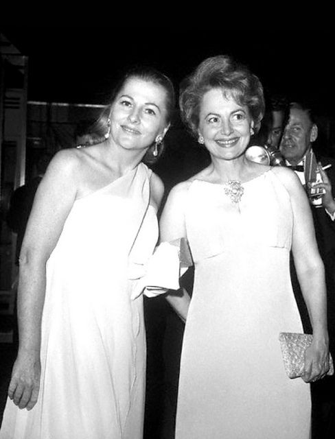 Sisters Joan Fontaine and Olivia de Havilland