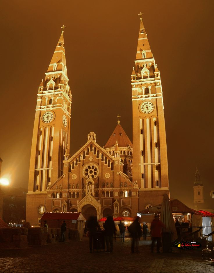 Votive Church of Szeged, Advent Market, Hungary, Nikon Coolpix L310, 7.3mm, 1s, ISO80, f/3.5, panorama mode: segment 2, HDR-Art photography, 201612221743