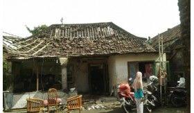 Genting Rusak dan Atap Bolong, Sisa Puting Beliung Sidoarjo