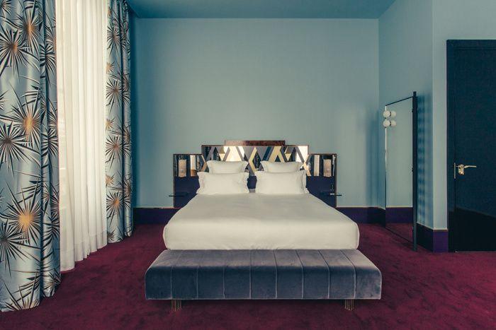 Dimorestudio, cabinet milanais d'excellence, a fait de l'ancienne maison du duc de Choiseul un morceau de bravoure décoratif. Une chambre de l'hôtel Saint-Marc à Paris. © Philippe Servent