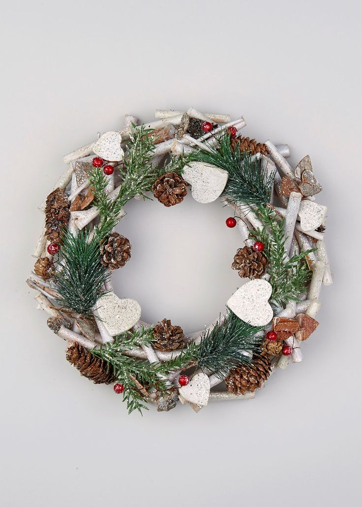 Christmas Twig Heart & Berries Wreath (35cm x 35cm x 8cm) - Matalan