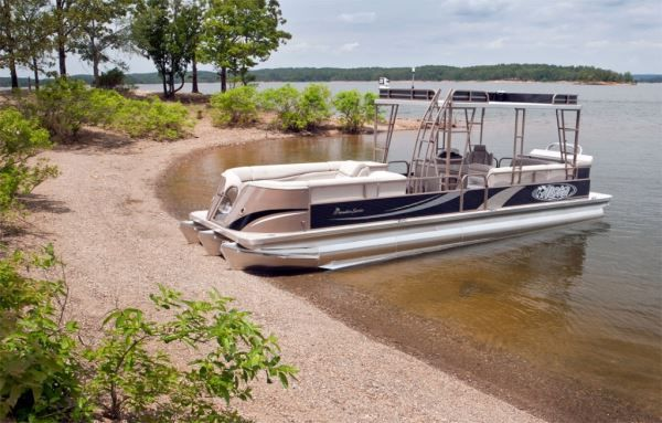 Pontoon party tips from the experts! If you're planning a party on board, you've got to read these!