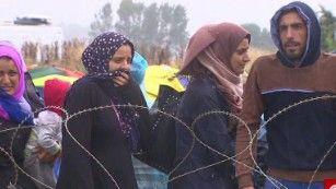 Los refugiados & # 39; peligroso viaje al refugio seguro