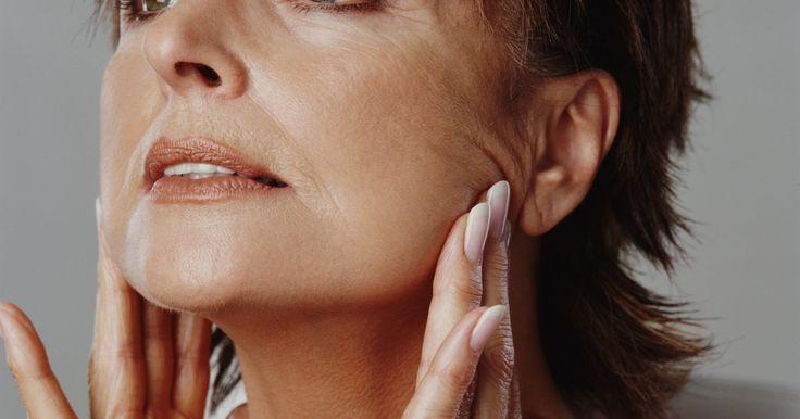 """Como adquirir músculos no maxilar. Adquirir músculos na mandíbula não só melhorará o aspecto de sua pele, mas deixará o contorno de seu rosto mais definido. Isto pode ajudar a corrigir certos formatos deste osso que causam desconforto e também a evitar o acúmulo de gordura abaixo do queixo — conhecida como """"papada"""". Para adquirir e fortalecer os músculos da mandíbula, existem ..."""