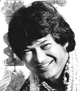 """Ho. (Donald Tai Loy """"Don"""" Ho (simplified Chinese: 何大来; traditional Chinese: 何大來; pinyin: Hé Dàlái; August 13, 1930 – April 14, 2007) was a Hawaiian and traditional pop musician, singer and entertainer.)"""
