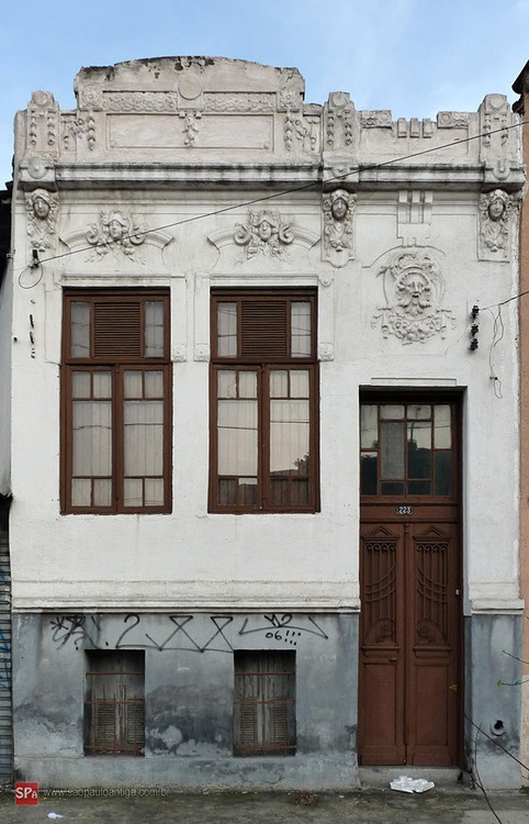 Old house at Cruzeiro do Sul Avenue (Sao Paulo / Brazil)