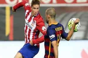 ¿El último Barça-Atlético de Torres?: Fernando Torres, delantero del Atlético de Madrid, encara este domingo su vigésimo duelo como…