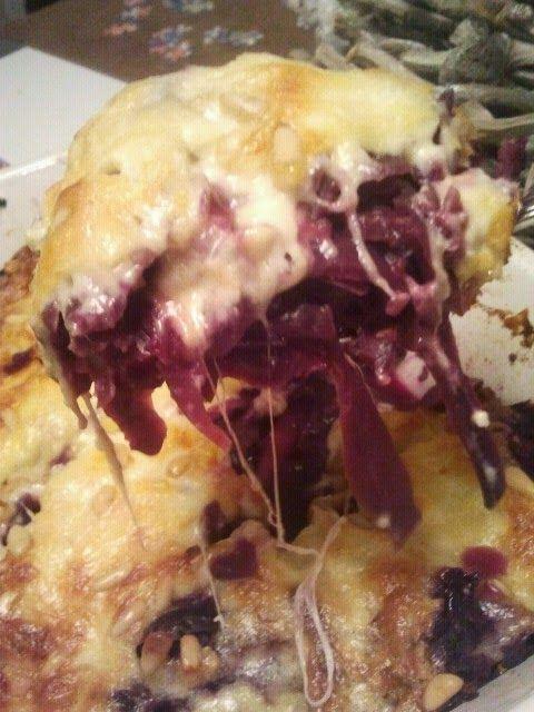 Uit mijn keukentje: Rodekooltaart met kaas... veel kaas :)