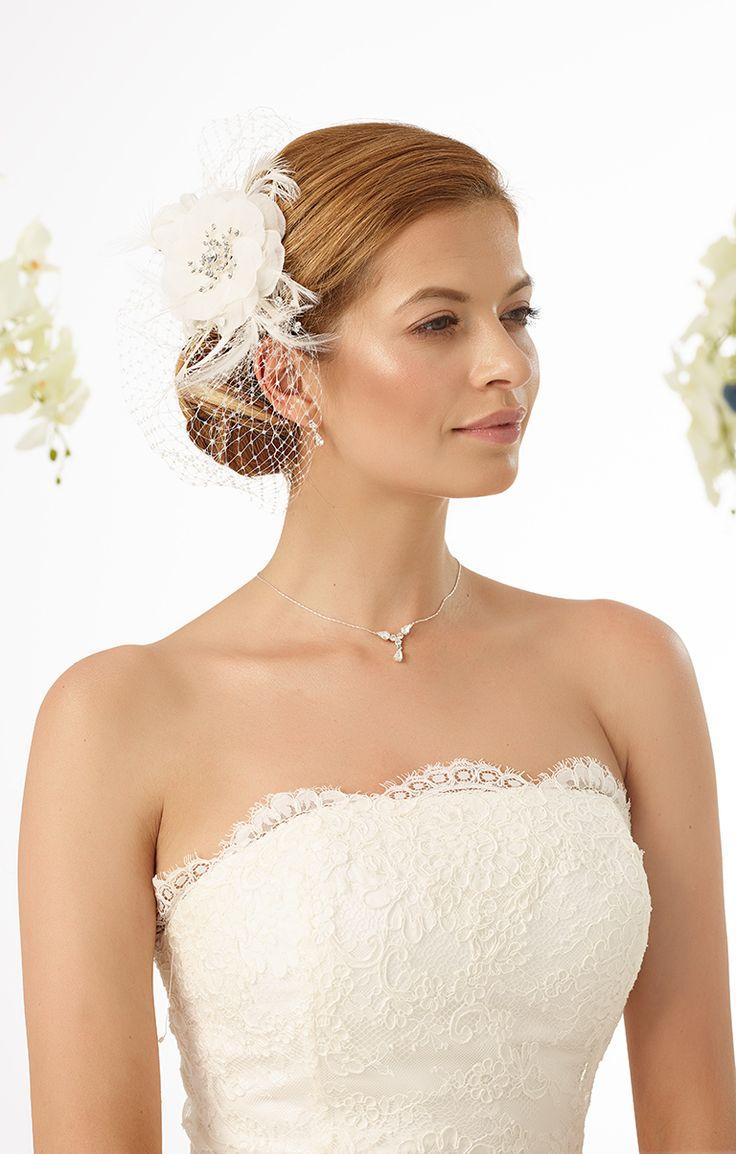 glamorous headpiece 9484 from Bianco Evento #biancoevento #hairstyles #weddingaccessories #hairjewellery #weddingideas #bridetobe