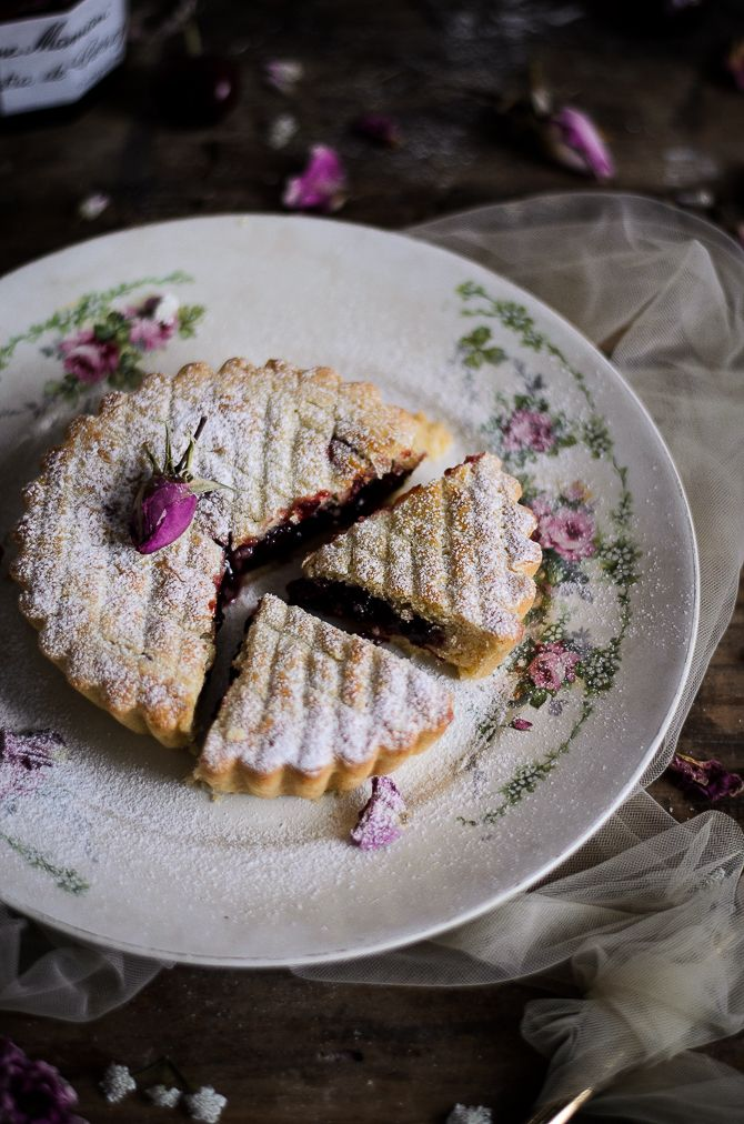 Bem sei que agora só apetece coisas frescas mas não resisti em ligar o forno para experimentar esta especialidade do País Basco, na re...