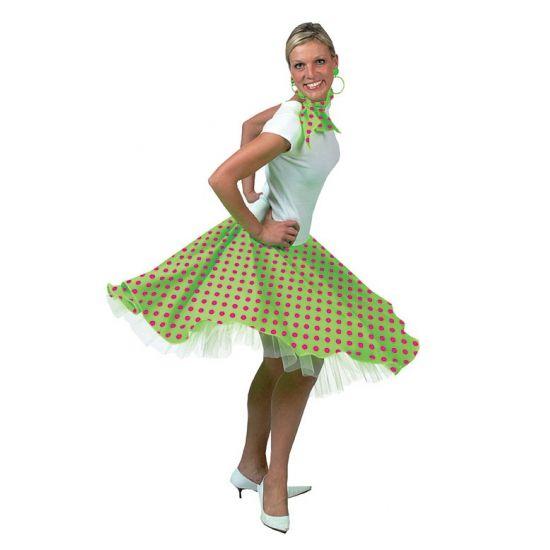 Deze Rock en Roll rok voor dames is in de kleur groen. De groene Rock en Roll rok kan in 3 maten worden gesteld door middel van 3 knoopjes. De verstelbare maten zijn S, M en L. De Rock en Roll rok valt ongeveer als een maatje M. Inclusief sjaaltje.