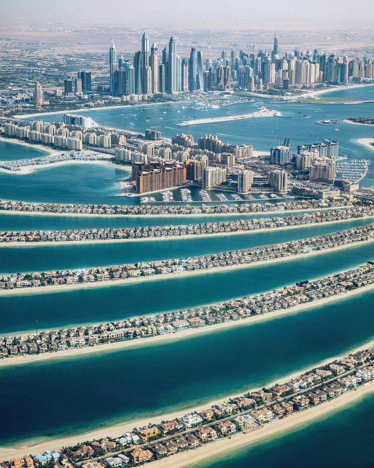"""mrbenbrown: """" Last time I visited Dubai they had only just finished building the giant sand palms, now there are people living on them! @visit.dubai http://ift.tt/27sQo3p """""""
