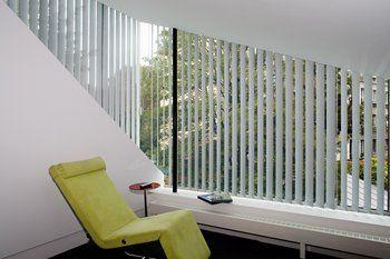 Store sur mesure à bandes verticales - My Stores  Filtrez la lumière qui rentre dans votre pièce tout en conservant un regard sur l'extérieur ! Choisissez parmi les nombreuses couleurs disponibles et configurez votre store sur-mesure... à partir de 56€ seulement !